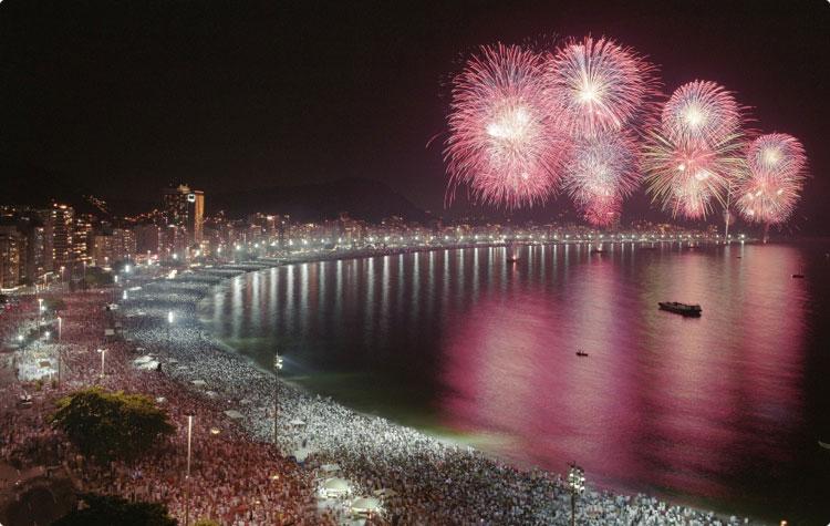 Fiesta de Nochevieja y Año Nuevo en la playa de Copacabana, Río de Janeiro