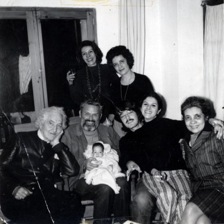 Robert Graves  con su familia y amigos den Deià. Archivo Claribel Alegría