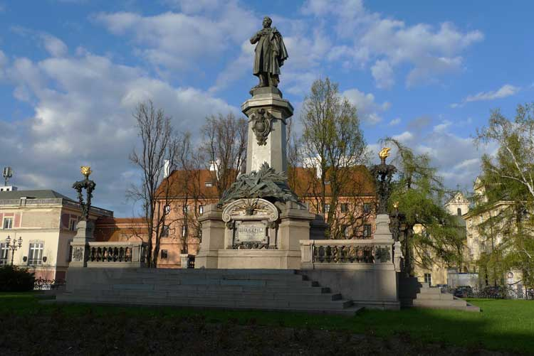 Monumento a Adam Mickiewicz. Foto © Ángel Ingelmo