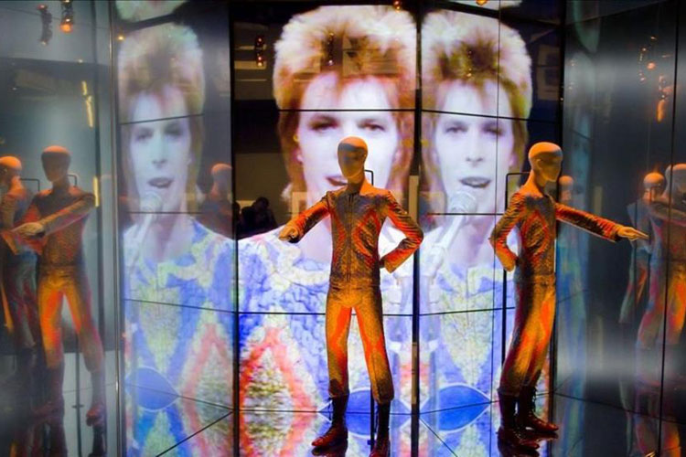 Exposicion David Bowie is Barcelona. Tu Gran Viaje