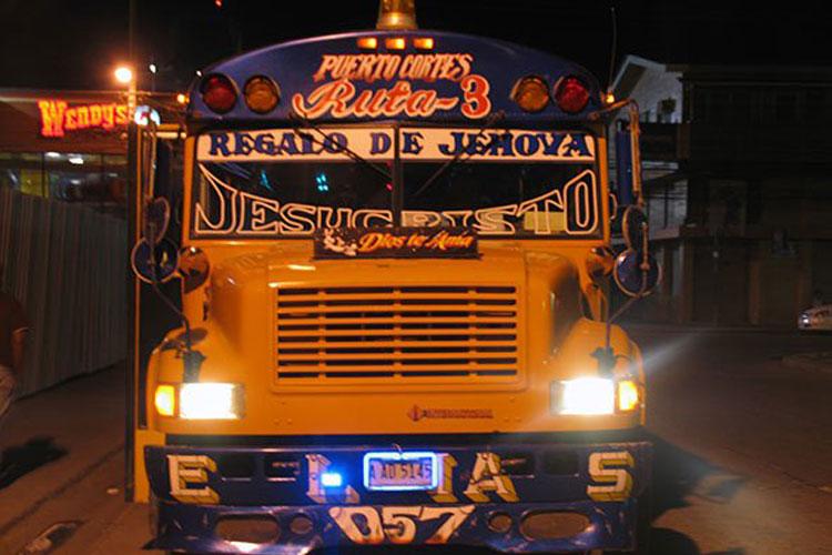 Autobús en Puerto Cortés, Honduras. © Jesús Gª Marín   Autobuses en América. El blog de los Xperts de Tu Gran Viaje