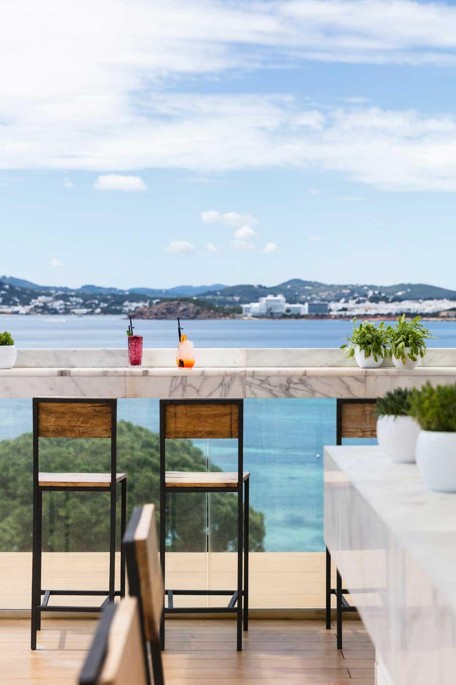 El chef Ángel León inaugura el RADIO ME Ibiza Rooftop Bar | Tu Gran Viaje