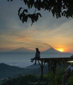 bukit ngisis tugu wisata