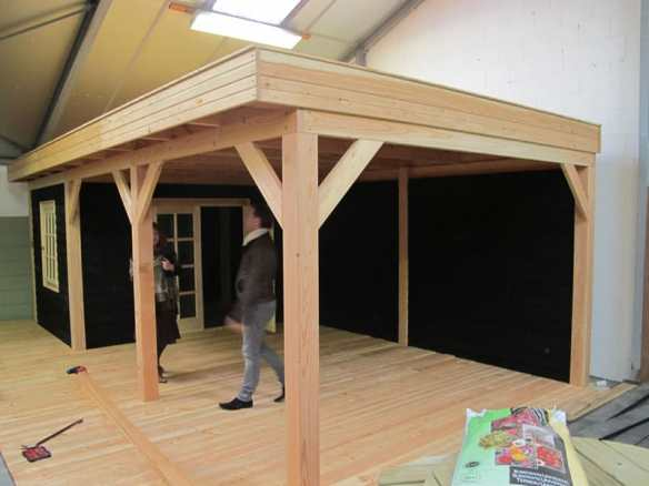 Larch modular garden building in a pent roof style