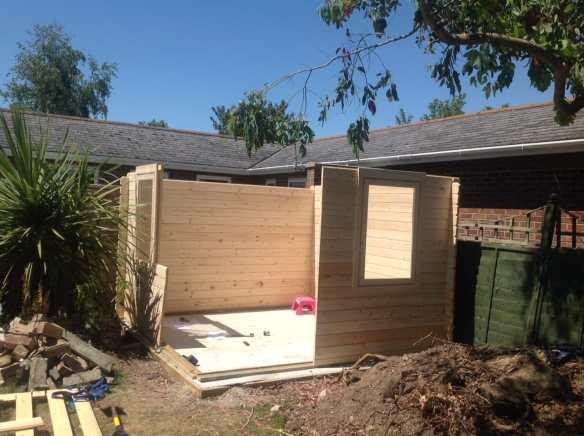 Single handed Asmund log cabin build