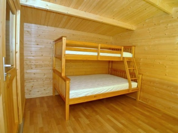 Viggo log cabin, our customer is adding his beds onto his own laminate flooring.