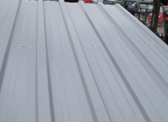 Metal shed roof folds