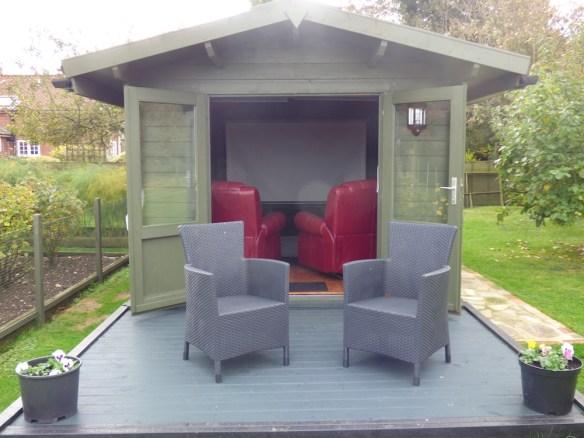 Julia log cabin - an impressive personal cinema