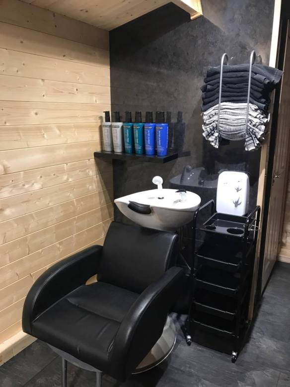 Aiste Log Cabin Salon