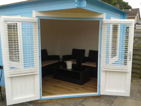 Great seating area and great for the summer, another Asmund Log Cabin