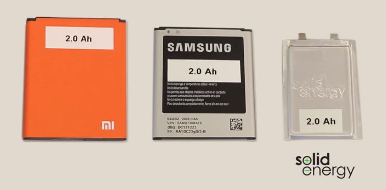 Trois batteries d'une capacité équivalente.