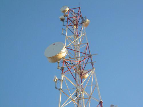 0910-32992-tunisie-telecom-et-ooredoo-ont-signe-un-accord-de-partage-d-infrastructure-radio_L