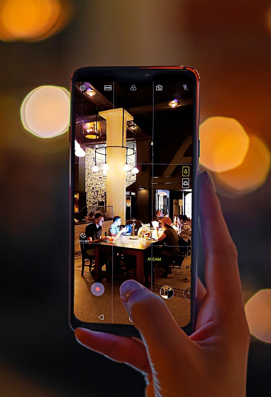 LG-G7-in-Action-05