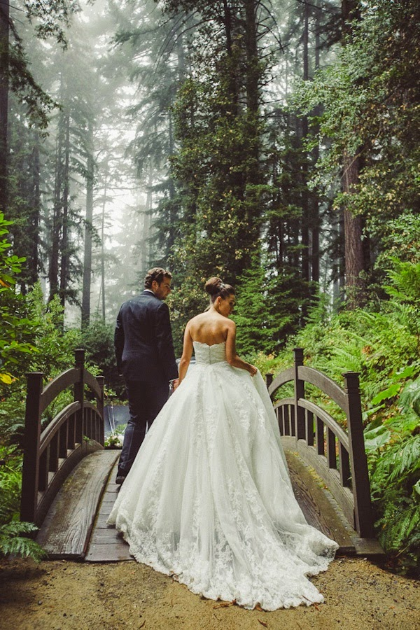 20 Enchanting Wedding Photo Ideas for Woodland Brides  Tulle  Chantilly Wedding Blog
