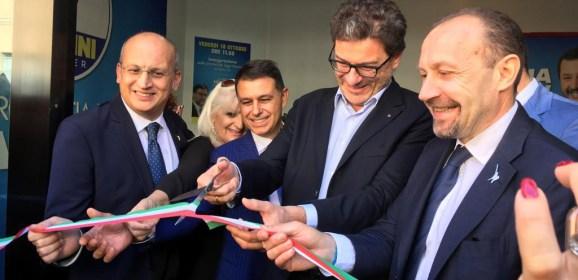 Lega Macerata avamposto della liberazione dal PD: Giorgetti taglia il nastro della nuova sede