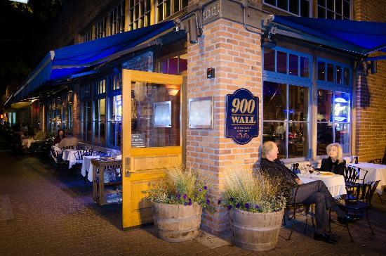 900-wall -restaurant