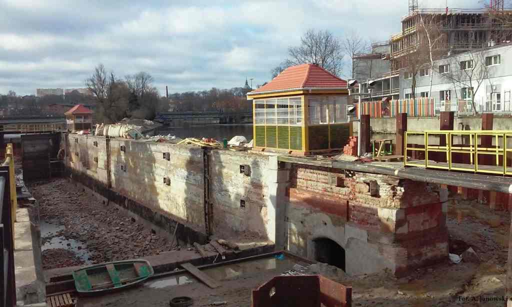 Bydgoszcz śluza w remoncie 20150403_084552 Repair water sluice dock Reparazion Reparation Restauration Revitalisation écluse Rewitalizacja zabudowy