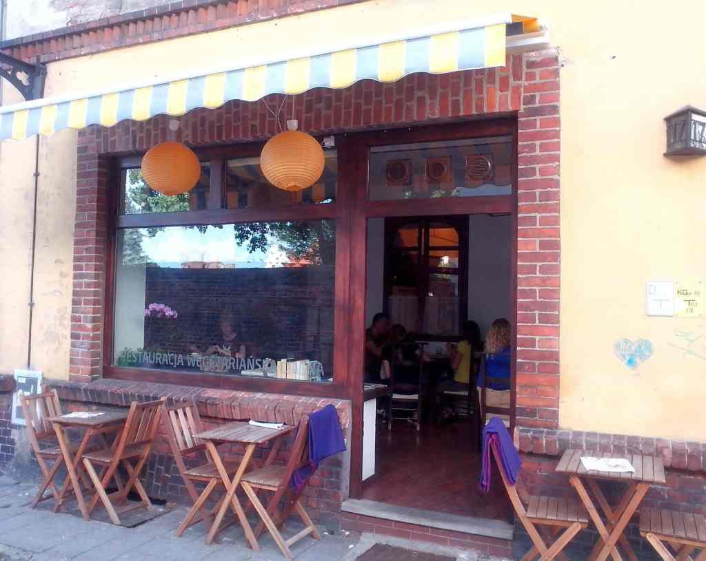 Restauracja Ciasna Narrow Toruń wegetariańska vegetarian vegan vegun wagański restaurant Resto Menu vegetarienne Poland Vege