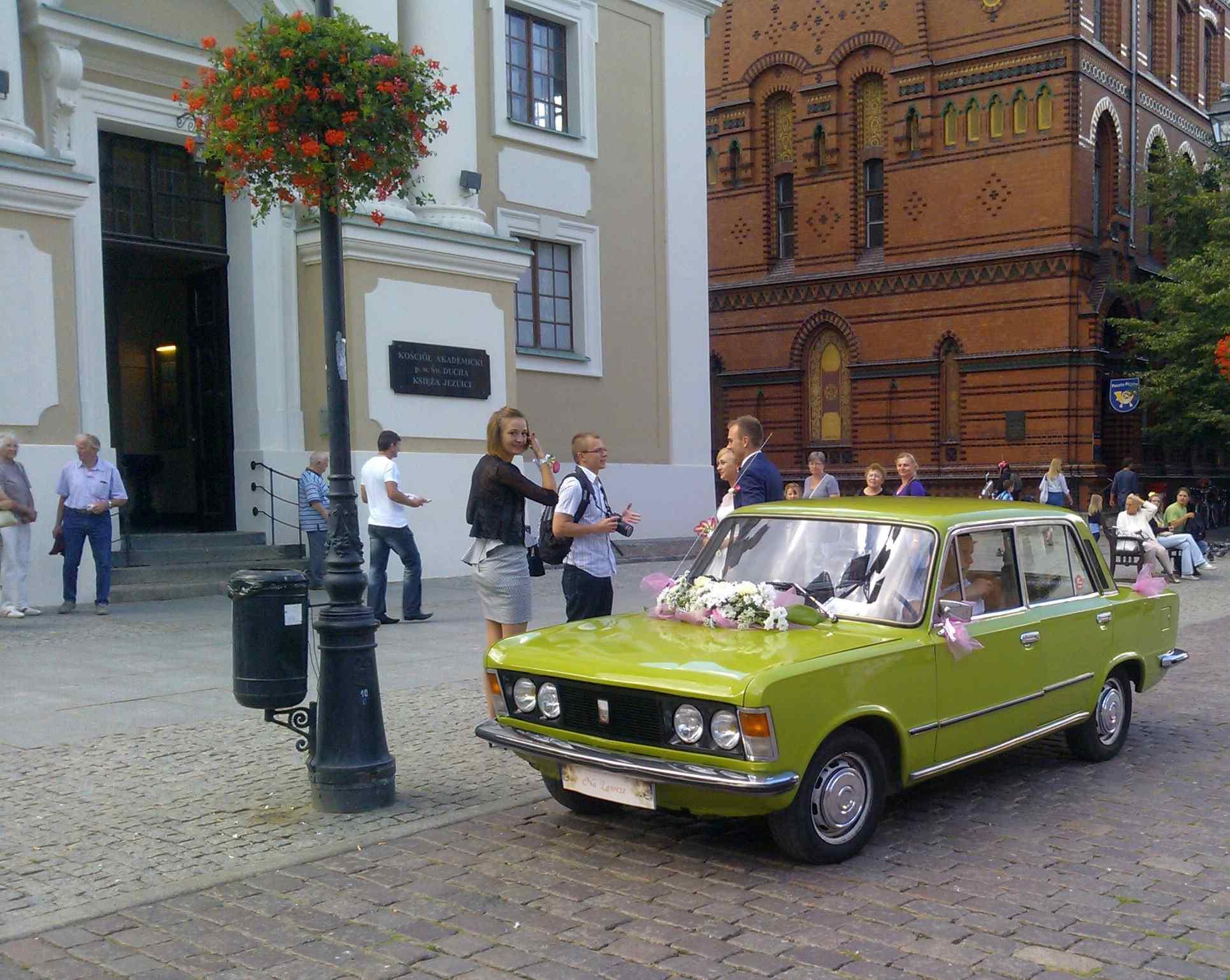 FIAT 125p do ślubu