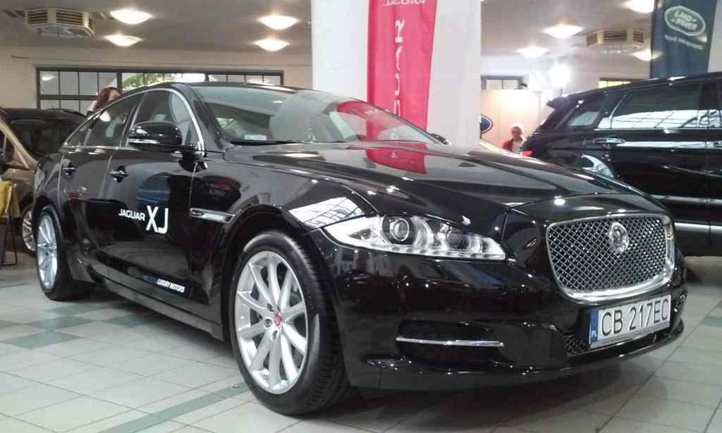 Targi Samochodowe Toruń 10.10.2015 Car Show Automobile Fairs Poland vehicle Jaguar2