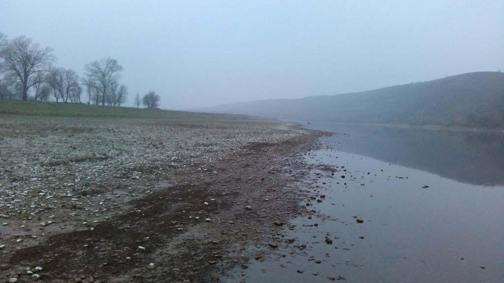Dniestr odbicie wysychająca rzeka dark water