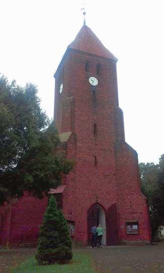 kosciol-p-w-sw-stanislawa-biskupa-i-meczennika-budowe-rozpoczeto-w-xiii-wieku-xv-fundatorem-swiatyni-biskup-wloclawski-lokacja-1301-r-parafia-w-subkowach-1224-roku