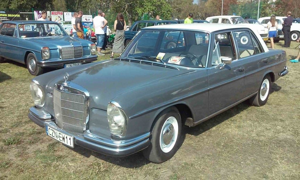 Zlot PRL Miłośników Przyjaciół Fiata Fiacika p Polskiego Samochody Samochód Auto Vehicle oldsmobile Mercedes Benz Oldtimer Europe Poland European Union grey