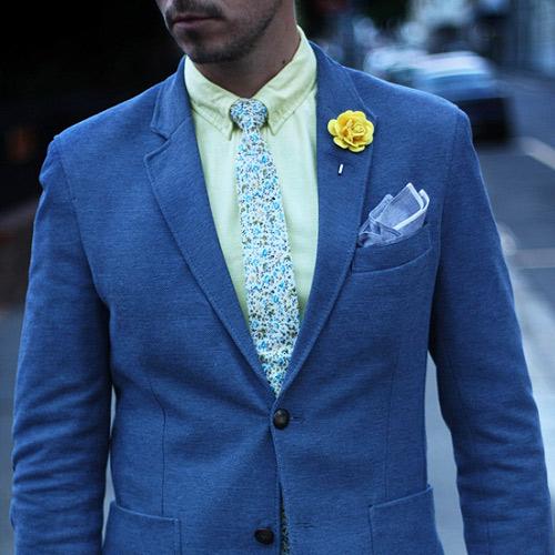 同系色の花柄ネクタイ