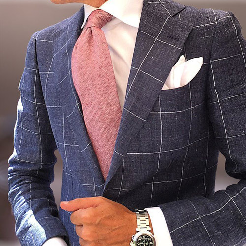 ピンクの無地ネクタイ