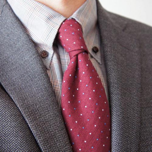 ピンクネクタイとグレーのジャケット3