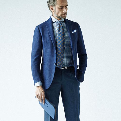 ブルースーツと同系色ネクタイ
