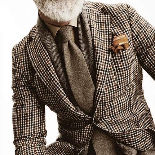 茶色の無地ネクタイ