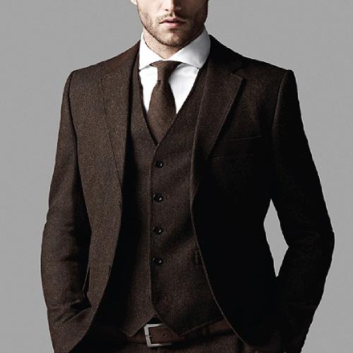 茶色ネクタイの同系色コーデ1
