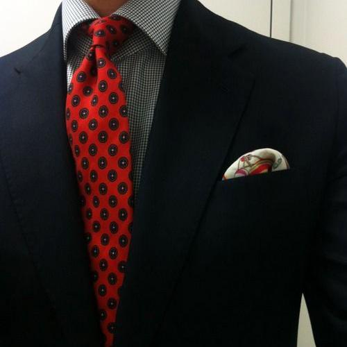 チェックシャツと小紋ネクタイ