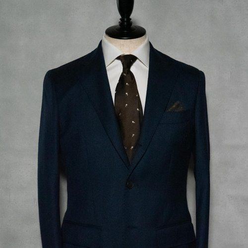 紺スーツに合う茶ネクタイ