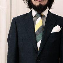 9919208b5587e 仕事着としてはもちろん、普段着にも使える黒のスーツに合うネクタイを徹底解説します。ド定番のスタイリングから、今まで気づかなかった黒スーツとネクタイの コーデ ...