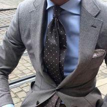 ブルーシャツに合うグレーネクタイ