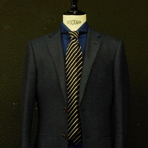 ブルーシャツに合う黒ネクタイ