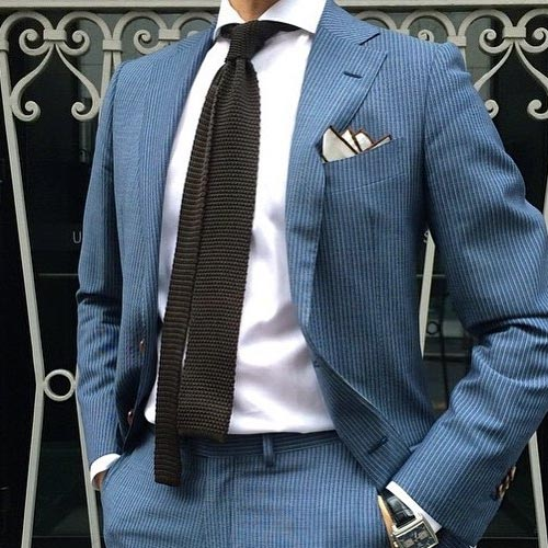 ブルースーツに合う茶色ネクタイ
