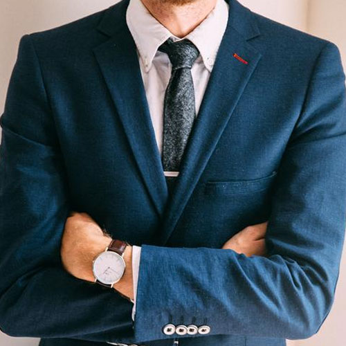 ブルースーツに合うグレーネクタイ