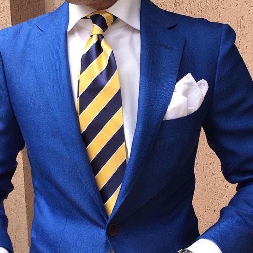 ブルースーツに合う黄色ネクタイ
