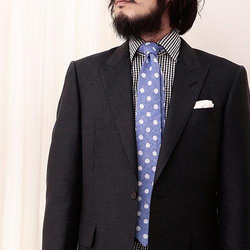 チェックシャツに合うドットネクタイ