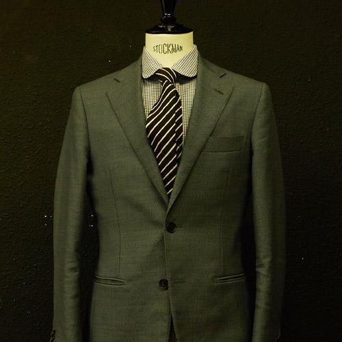 チェックシャツに合うストライプネクタイ