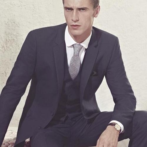 紺のスーツに合うグレーネクタイ3