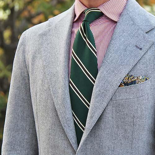 ピンクシャツに合うグリーンネクタイ
