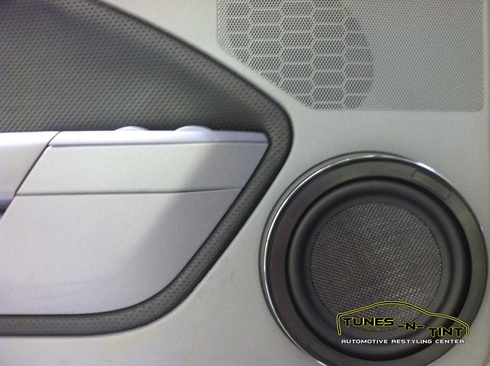 2006 Ford Mustang  8in Door Speaker  TunesNTint