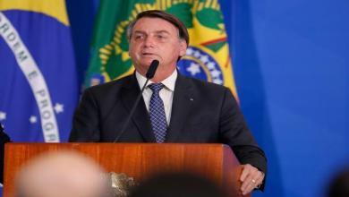 الرئيس البرازيلي يرفض حقنه بلقاح كورونا