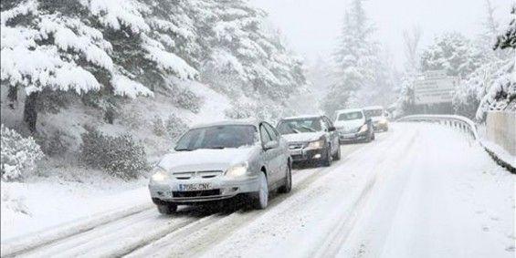 Resultado de imagen de coche conduciendo en la nieve