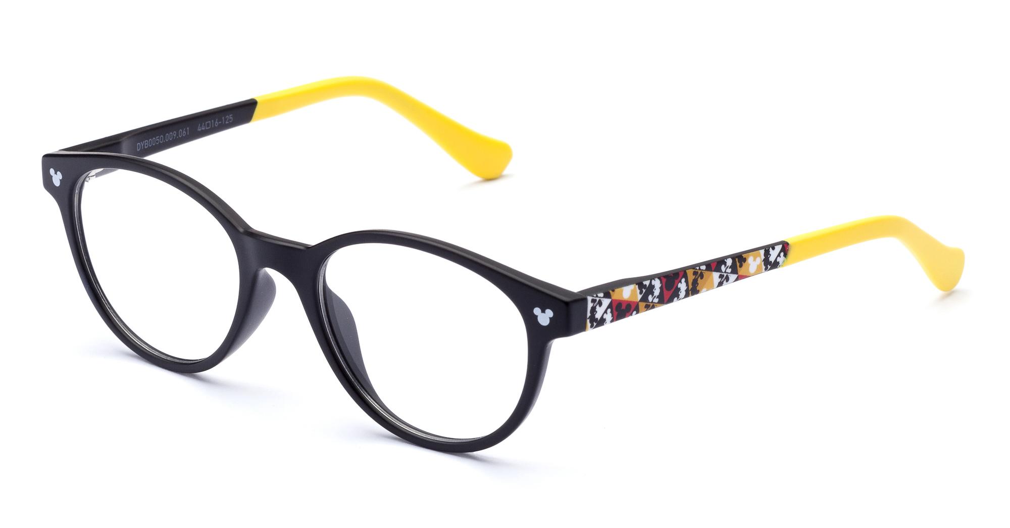3eb061c57b Gafas graduadas de material plástico inyectado, formas clásicas  reinterpretadas con los colores de Disney y pensadas para los más pequeños.