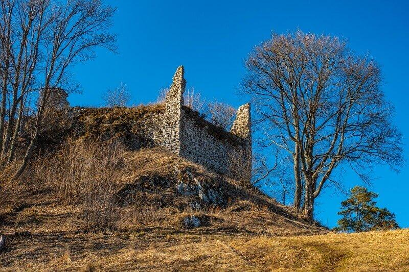 Marcový výstup na zrúcaninu hradu Zniev z Kláštora pod Znievom